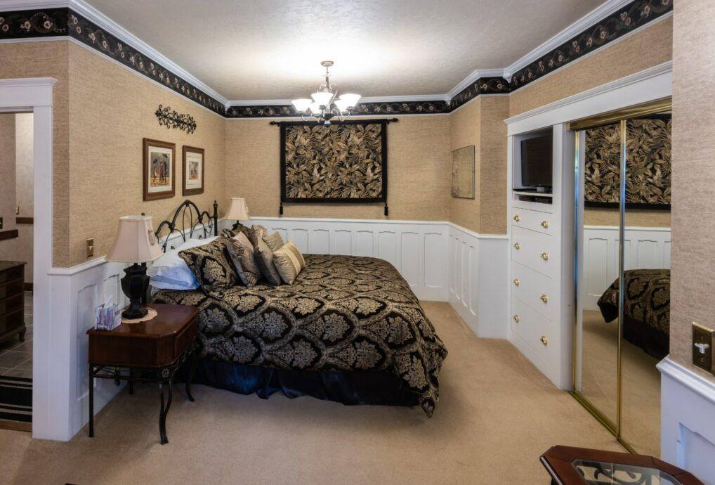 The Dahlia Room, Washington Woodland Estate
