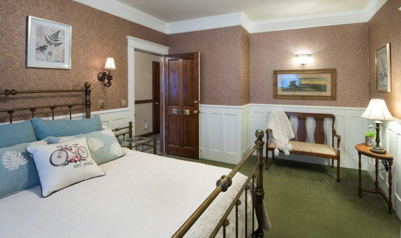 The Rose Room, Washington Woodland Estate